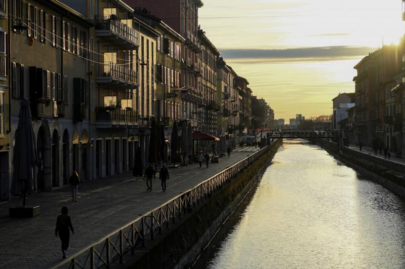 在義大利還處於封鎖時,Naviglio運河沿岸的人寥寥無幾。(路透)