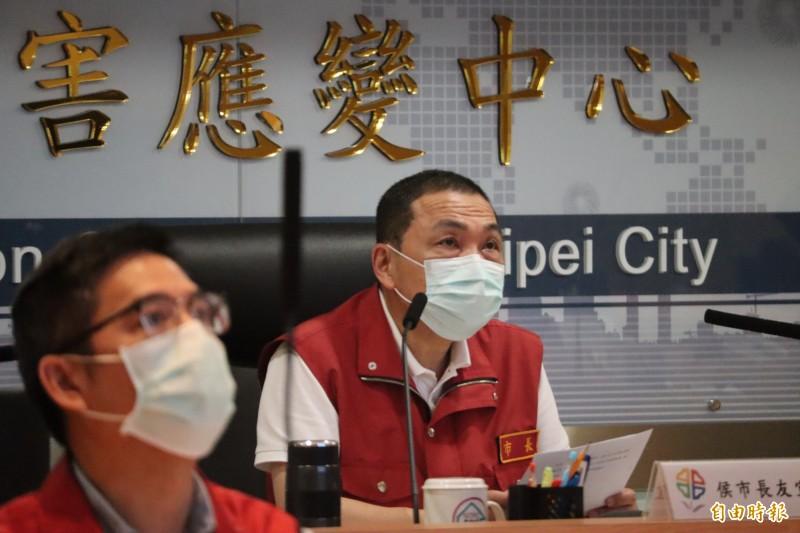 侯友宜表示,希望中央儘速核定紓困金申請案件,最快下週一發放。(記者周湘芸攝)