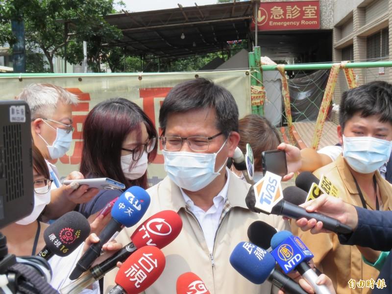 交通部長林佳龍今天至衛福部台北醫院出席台灣大車隊捐贈活動。(記者陳心瑜攝)