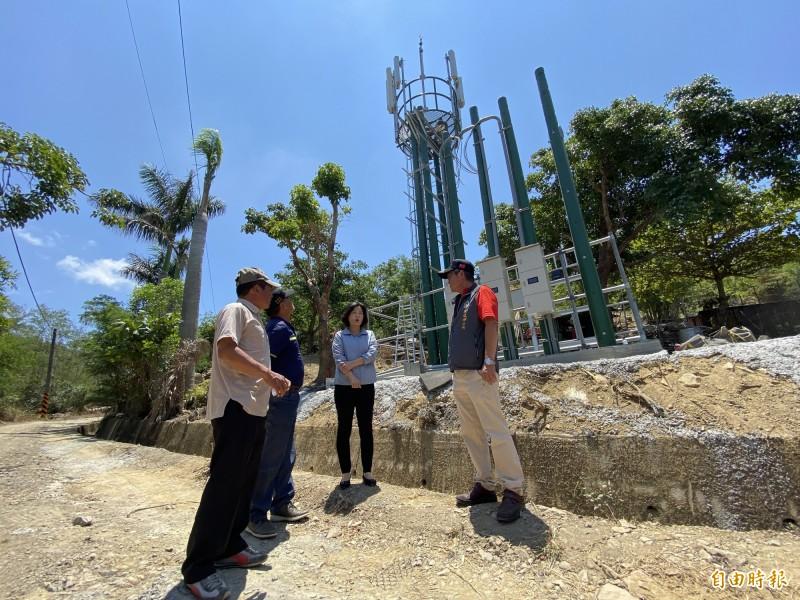 屏東竹社部落求來30年第一個基地台。(記者蔡宗憲攝)