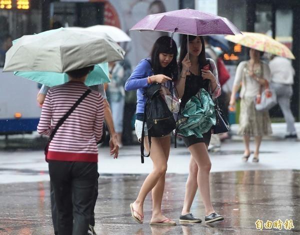 氣象局表示,今晚至明晨全台11縣市有大雨發生,南投恐降下豪雨。(資料照)