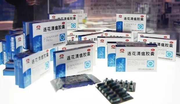 中國「連花清瘟」膠囊大量出口歐洲,宣稱能治療武漢肺炎輕症,卻被瑞典驗出吃了僅會涼涼的,但根本沒用。(圖取自微博)