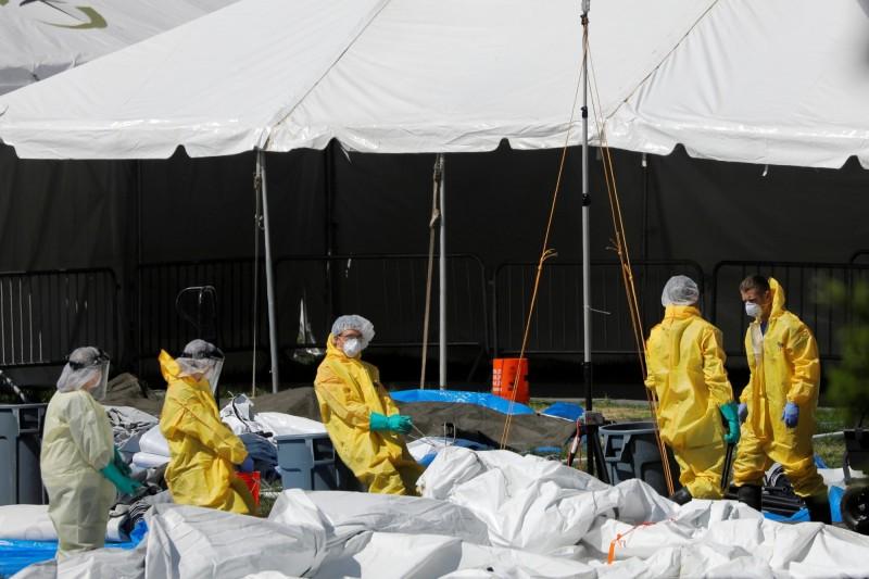 武漢肺炎(新型冠狀病毒疾病,COVID-19)疫情肆虐全球,至今全球累計確診已突破401萬人,死亡逾27.8萬。(路透)
