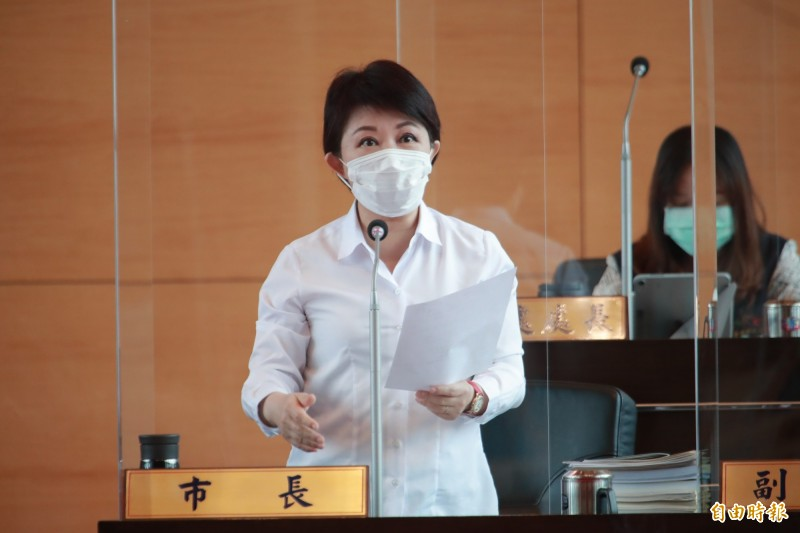 被議員影射iBike計畫拿3成,台中市長盧秀燕當場表達嚴正抗議。(記者張菁雅攝)