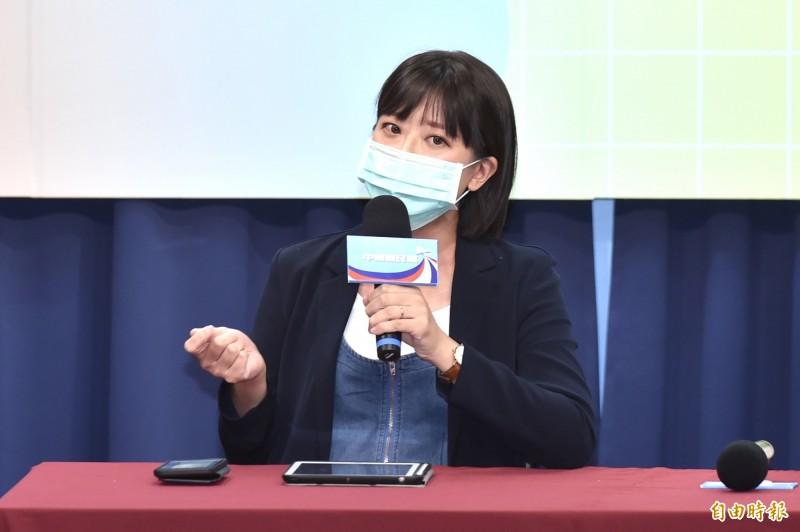 國民黨發言人江怡臻表示,因為紓困亂象已聽聞基層臨時人員出現離職求去的情形。(記者塗建榮攝)