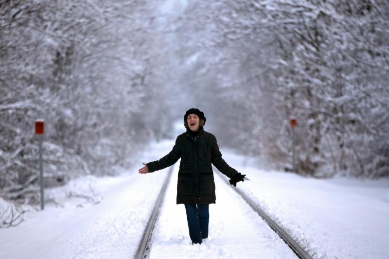 紐約多處氣象站點監測的降雪量,與2月份的降雪量一致,部分地區降雪量更多達25.4公分。(美聯社)