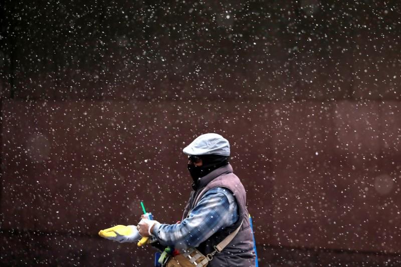 美國東部9日有許多地方出現破紀錄的低溫和罕見降雪。(路透)