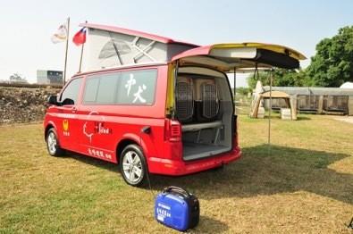 台中市的搜救犬運輸車就像露營車一樣。(桃園市議員簡智翔提供)