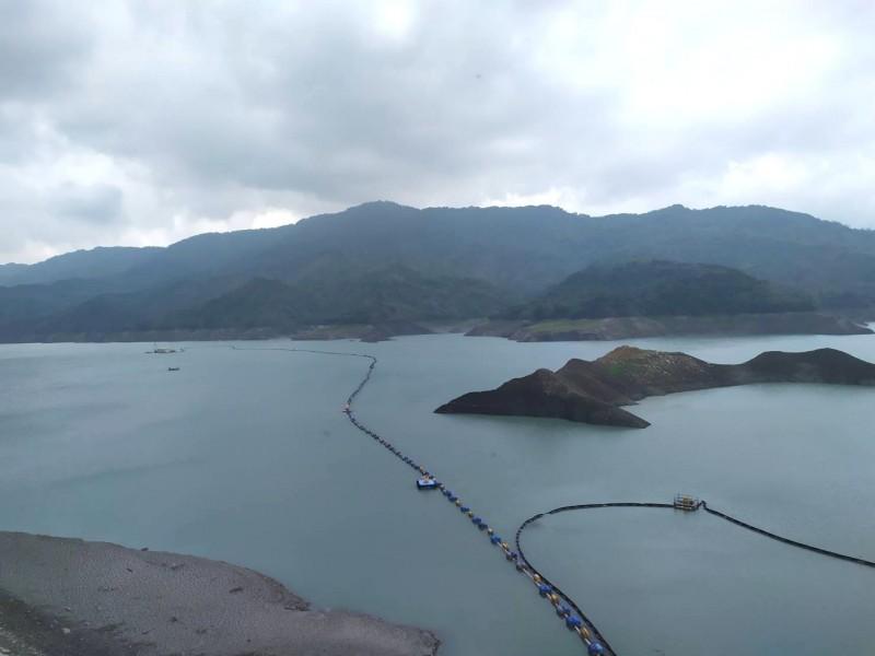 因為旗山溪水位上升,南化水庫再展開越域引水。(記者吳俊鋒翻攝)
