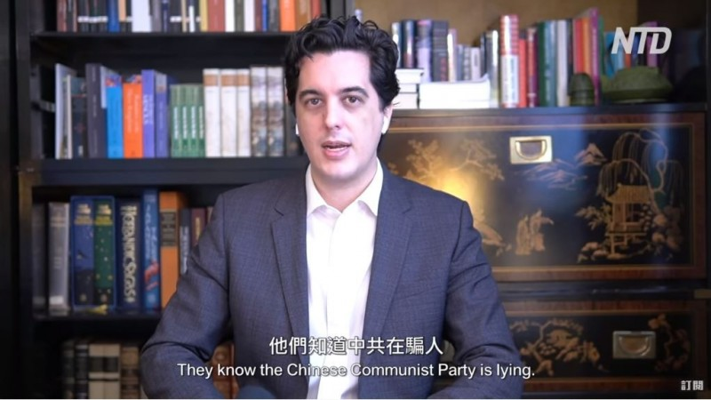 世衛組織(WHO)與中國遭疑聯手隱匿疫情,並持續打壓我國,受到世界多國公開撻伐;對此,美國資深記者菲利浦(見圖)受訪表示,「台灣防疫最強工具,就是拒信中共謊言」。(圖擷取自YouTube「老外看中國、老外看台灣」)