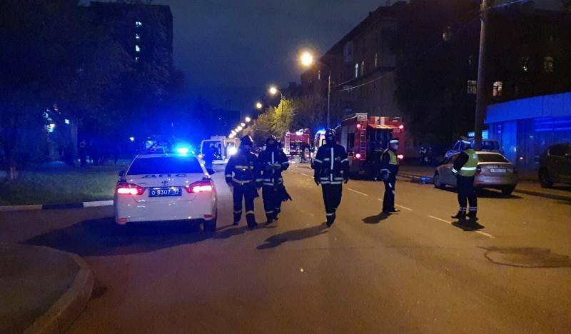 圖為週六莫斯科醫院大火,消防人員救災情況。(路透)