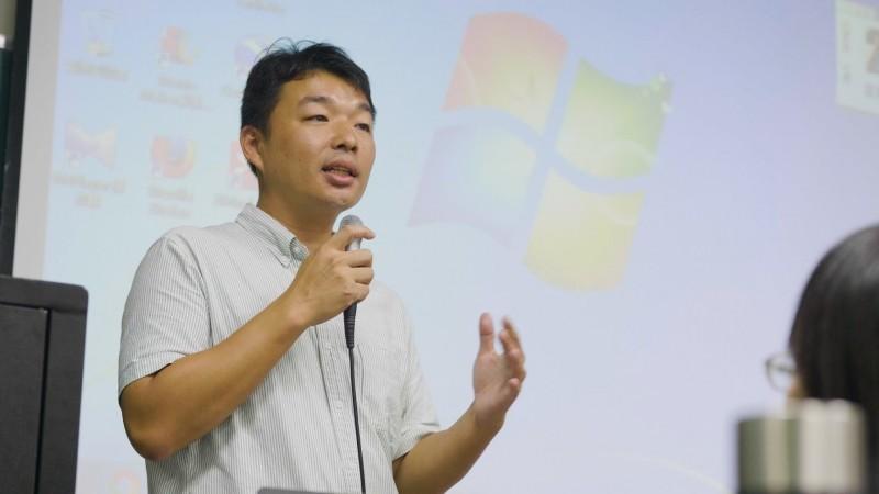 視障協會理事長,投入特教服務達16年的李文煥,是今年最年長的得獎者,現就讀國立台南大學博士班。(教育部提供)