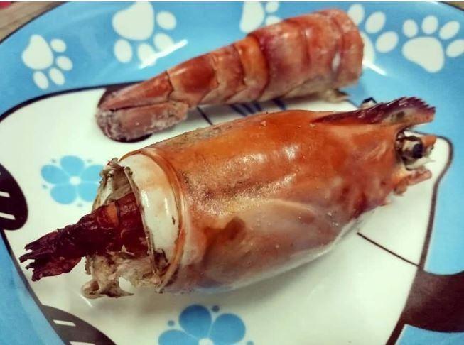 撥開竟然發現蝦肉超小。(圖擷取自爆料公社)