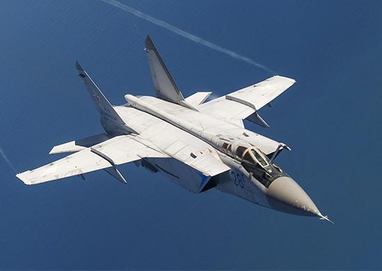 俄羅斯在西伯利亞的米格-31攔截機空軍飛行員將要學習使用Kh-47M2「匕首」超音速飛彈。(圖翻攝自俄羅斯國防部)