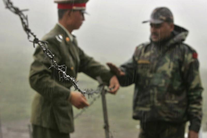 中國解放軍與印度軍隊日前在邊境爆發衝突,傳出一名印度陸軍中尉出拳痛揍解放軍少校,並搶奪他的名牌成為戰利品。圖非現場照片。(美聯社)