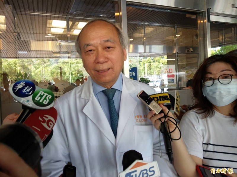 高長名譽院長陳肇隆今上午表示,顏清標罹早期肝硬化合併肝癌,發現時腫瘤3公分未擴散,事先還接受質子治療,再進行換肝手術,以降低日後復發。(記者方志賢攝)