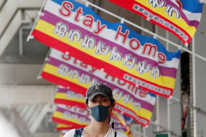 日本政府將解除大部分行政區緊急狀態。(路透)