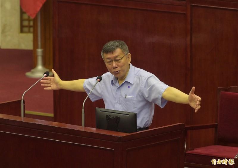 台北市長柯文哲14日赴議會,對COVID-19疫情各項防疫、紓困及產業振興作為進行專案報告。(記者張嘉明攝)