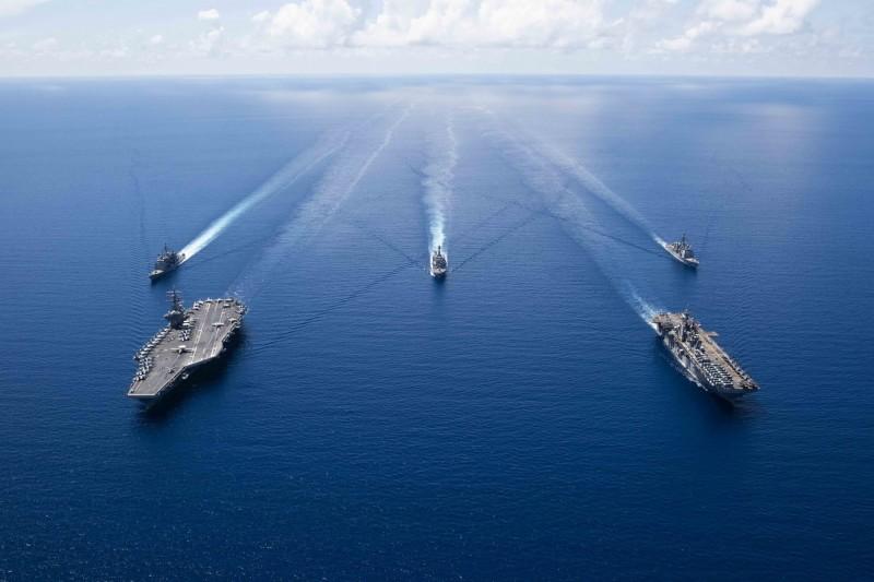 成斌認為,雖然美國總統川普以商人的作風聞名,傾向以貿易戰來取得所要的東西,但實際上他在任期前2年所發動的軍事行動,比前總統歐巴馬4年任期總和還多。圖為美國海軍。(歐新社)