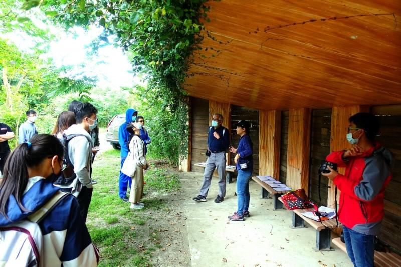 台東大學通識教育環境課程到關山溼地進行戶外教學。(記者黃明堂翻攝)