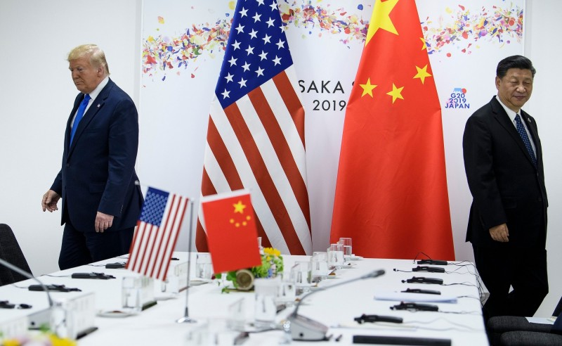 美國總統川普(左)與中國國家主席習近平(右)去年6月出席G20高峰會時,進行雙邊會議。(法新社)