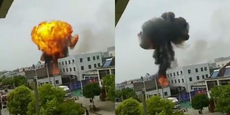 中國江蘇丹陽今天發生爆炸,事故現場產生蕈狀雲。(圖取自微博)
