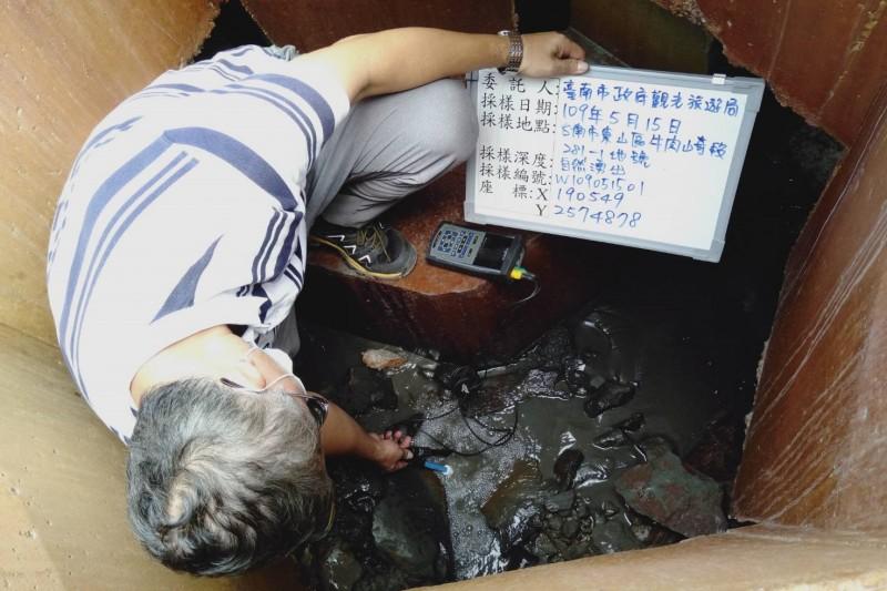 東山水雲里自然湧泉,採樣分析是不是溫泉。(記者楊金城翻攝)