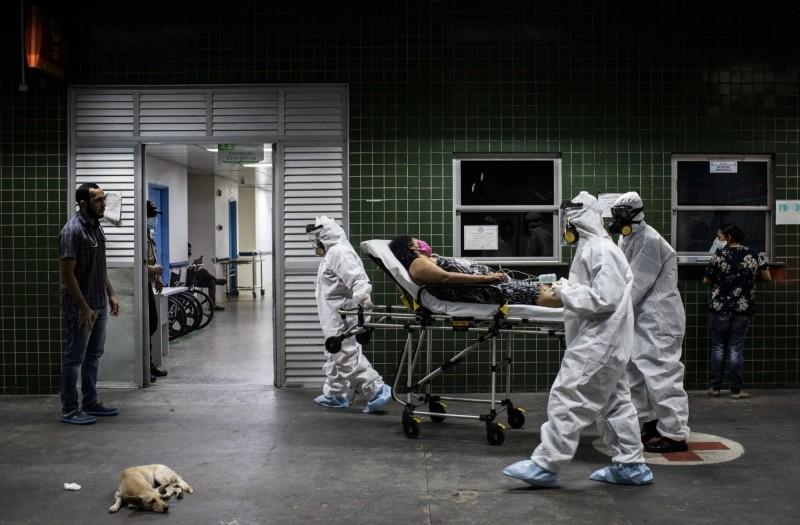 巴西確診人數排名世界第6,現在又傳里約熱內盧州尼泰羅伊市的排水系統被檢測出「大量」的武漢肺炎病毒,巴西的水質專家警告,若此現象持續蔓延,無論是里約熱內盧州乃至巴西全境的排水系統都可能成為武漢肺炎的感染源。(歐新社示意圖)