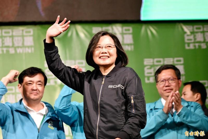 美國數位媒體《Quartz》以地緣政治學角度分析台灣在此次全球險峻疫情中異軍崛起,預期台灣在疫情過後非但不衰頹萎靡,反而蛻變得更強大。圖為總統蔡英文。(資料照)