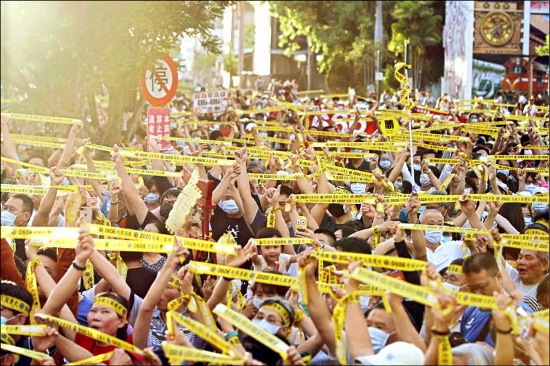 「罷韓演習」昨在高雄駁二舉行,吸引超過五千位支持者到場響應。(Wecare高雄提供)