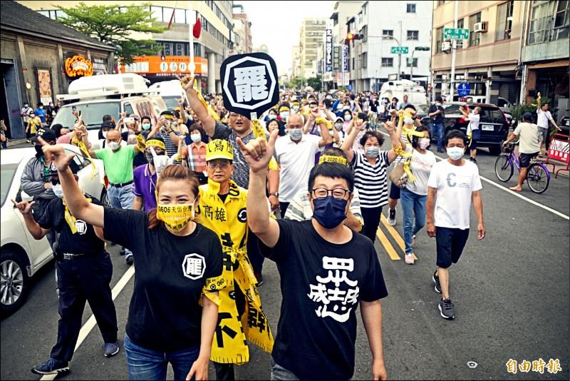 罷韓團體昨在駁二進行「罷韓演習」,吸引逾五千人到場響應。(記者黃佳琳攝)