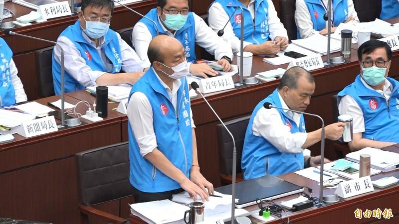 韓國瑜列席議會答詢。(記者李惠洲攝)