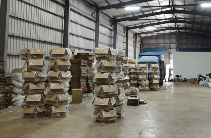 刑事局偵八大隊今宣布破獲彰化私菸地下分裝工廠。(記者黃良傑翻攝)