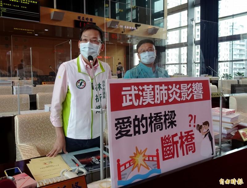 台中市議員林祈烽(左)、施志昌(右)建議市府研議恢復辦理單身聯誼活動。(記者張菁雅攝)