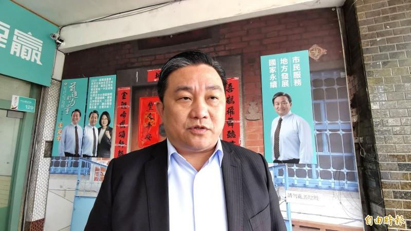 民進黨立委王定宇以數據回嗆前總統馬英九的「國家退步說」。(記者吳俊鋒攝)