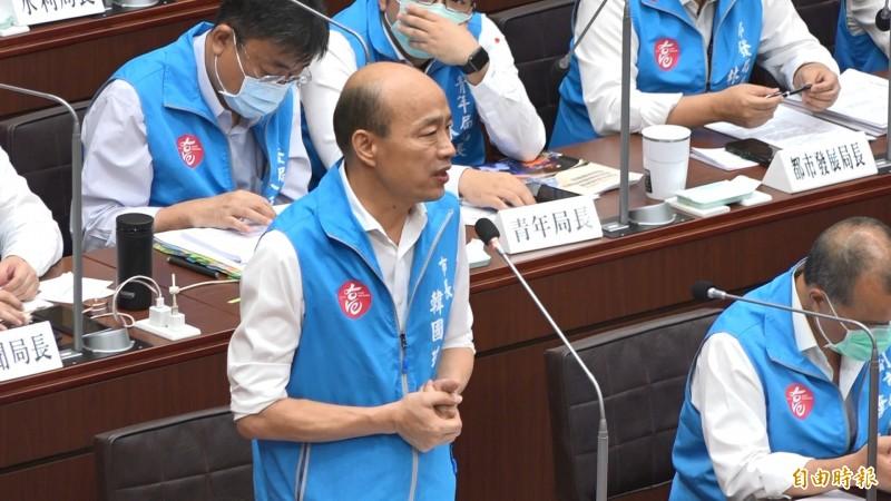 高雄市長韓國瑜(見圖)今天在議會道歉,財政局長李樑堅認為,應該是韓國瑜收到各種意見做出的綜合研判。(記者李惠洲攝)