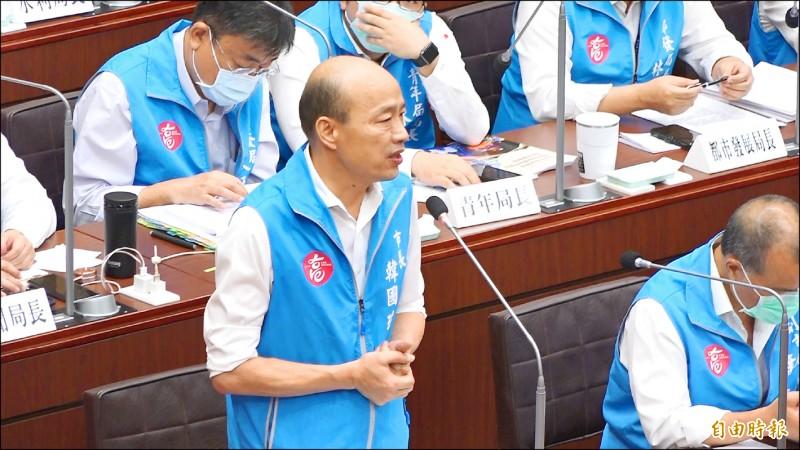 請假三個月選總統,高雄市長韓國瑜昨天在市議會首度正式且公開向市民表示「非常非常抱歉!」(記者李惠洲攝)