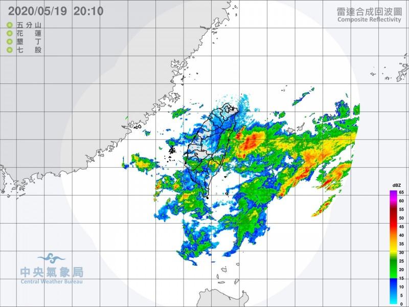 梅雨鋒面在台灣附近徘徊。(取自中央氣象局)