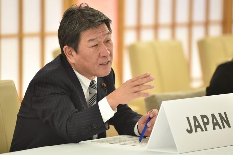 外相茂木敏充今天在內閣會議提出年度外交藍皮書,首次將「一貫支持台灣以觀察員身分參加世界衛生大會」明載於藍皮書中。(法新社,資料照)