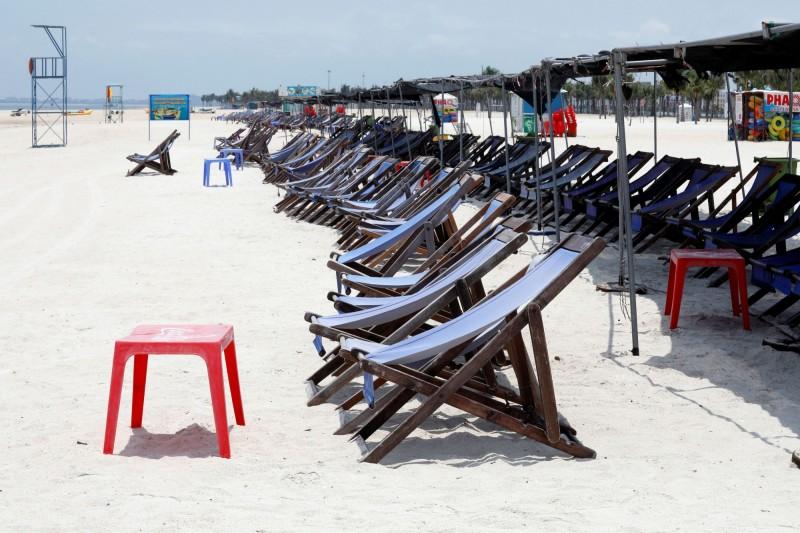 隨封鎖政策放寬,越南目前已允許國內旅行,旅遊業者推出「越南人遊越南」的低價方案。圖為越南下龍灣。(路透)