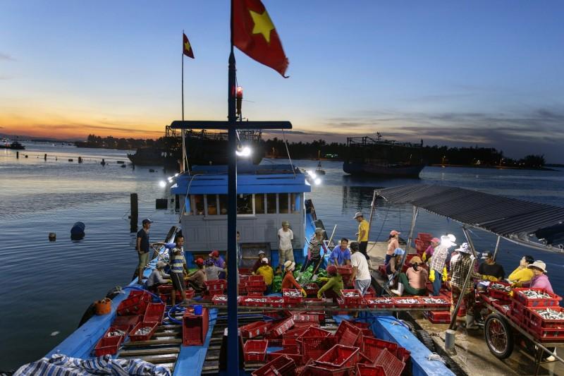 中國近日宣布在有主權爭議的南海頒布季節性禁魚令,越南對此抗議中國的侵權行為,更要求地方政府加強對漁民的保護和監管。(彭博資料照)