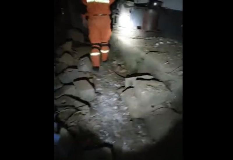 中國雲南省昭通市巧家縣昨晚9時47分發生5級地震、震源深度8公里。據中媒報導,目前已有4人死亡,另有24人受傷。(圖翻攝自微博影片)