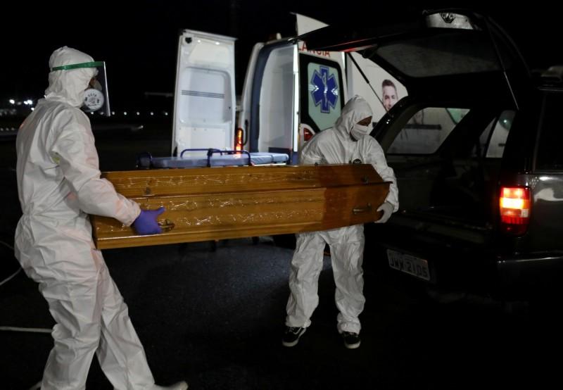 武漢肺炎(新型冠狀病毒病,COVID-19)疫情肆虐,至今全球累計確診已突破479萬人,死亡逾31萬。(路透)
