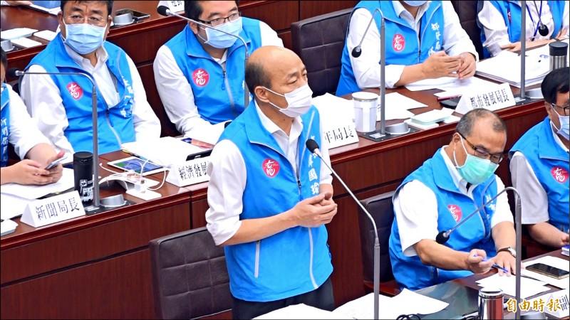 高雄市長韓國瑜昨在議會痛批罷韓團體「光復高雄」訴求荒唐可笑。(記者李惠洲攝)