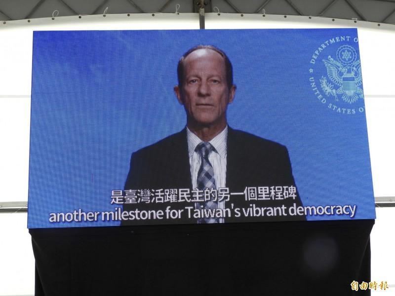 美國國務院亞太助卿史達偉(David Stilwell)在恭賀影片中表示,在蔡英文總統領導下,美台的友誼已更加深根茁壯。(記者陳鈺馥攝)