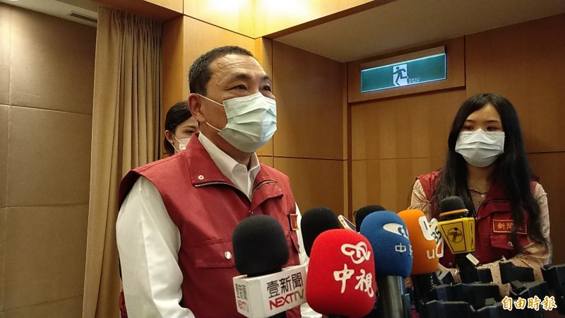 新北市長侯友宜表示,酒店和舞廳不在現階段開放項目。(記者賴筱桐攝)