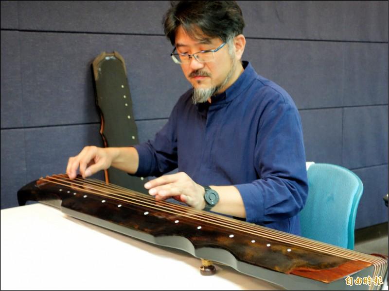 華梵大學也設有「百工學堂」與「藝術村」,並開設古琴製作課程,可讓學生學得一技之長。(記者吳柏軒攝)
