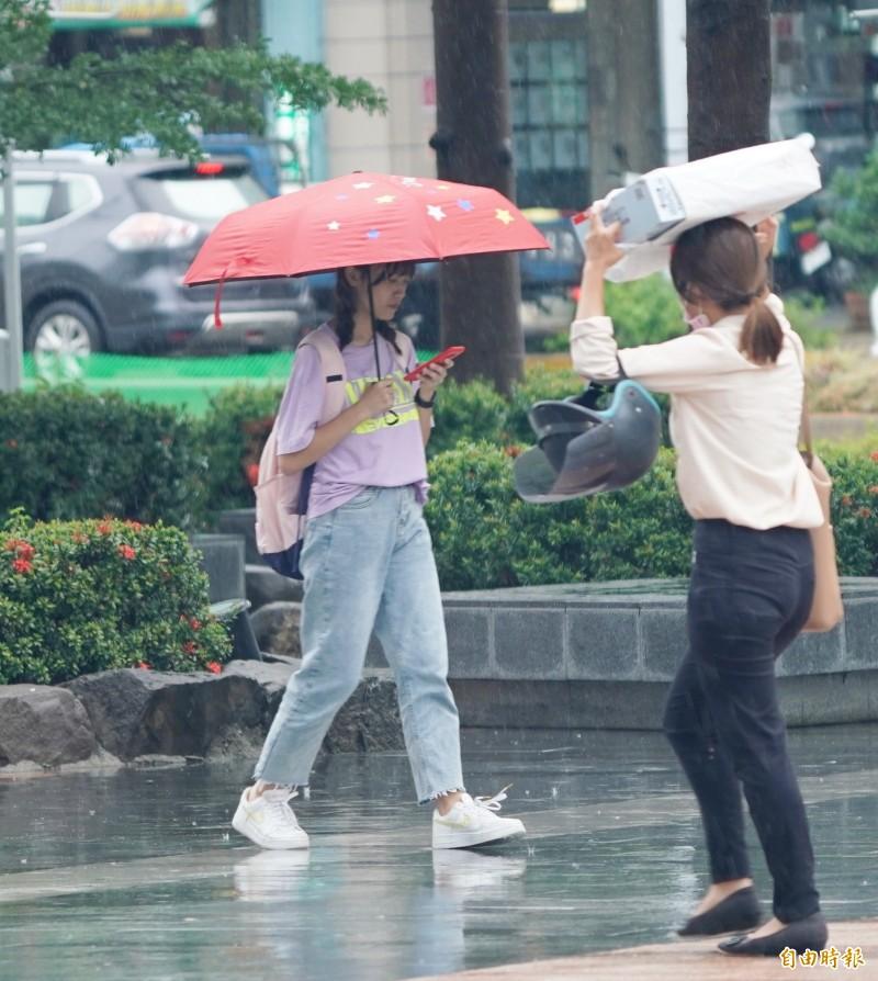 南部地區今天多數地方為陰雨的天氣。(記者黃志源攝)