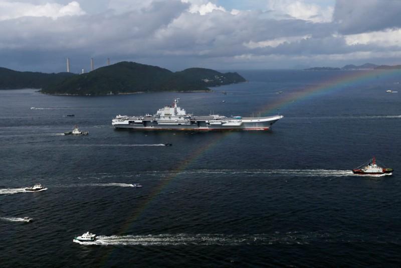 中國軍事雜誌《艦船知識》狂言24小時解放台灣,不過相關內容遭台灣網友狠狠吐槽。圖為中國航艦「遼寧號」。(路透)