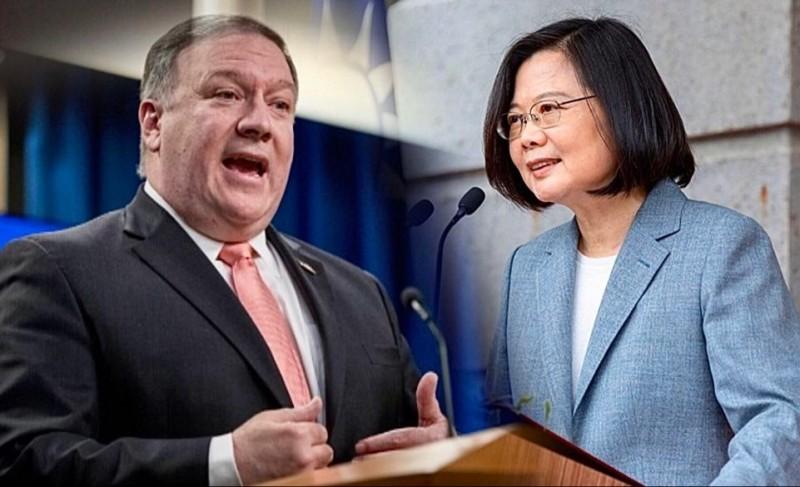 龐皮歐(左)祝賀蔡英文(右),引發中國不滿。(美聯社)